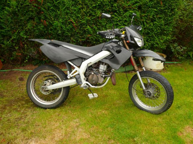 moto derbi noire 50cc motos v hicules saint s bastien sur loire 44230 annonce gratuite motos. Black Bedroom Furniture Sets. Home Design Ideas