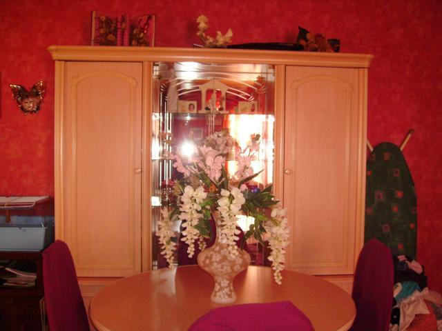 tres belle salle a manger rose ameublement maison abzac 33230 annonce gratuite ameublement. Black Bedroom Furniture Sets. Home Design Ideas
