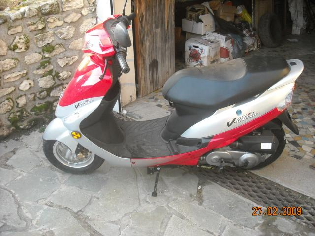 vends scooter peugeot v clic motos v hicules clermont 60600 annonce gratuite motos. Black Bedroom Furniture Sets. Home Design Ideas