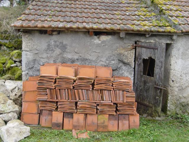 2800 tuiles bourbonnaises bricolage jardinage maison montaigu le blin 03150 annonce for Tuiles vieillies