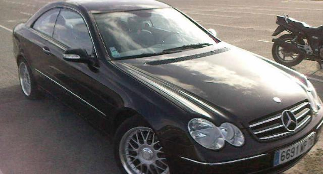a vendre mercedes clk 270cdi avandgarde coupe voitures. Black Bedroom Furniture Sets. Home Design Ideas