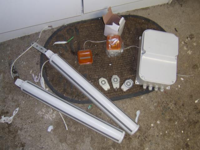moteur electrique pour portail bricolage jardinage maison carquefou 44470 annonce. Black Bedroom Furniture Sets. Home Design Ideas