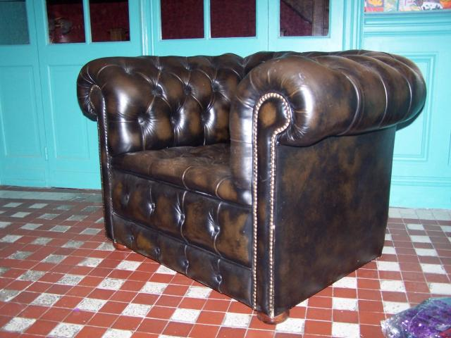 canape chesterfield 2 fauteuils ameublement maison la. Black Bedroom Furniture Sets. Home Design Ideas
