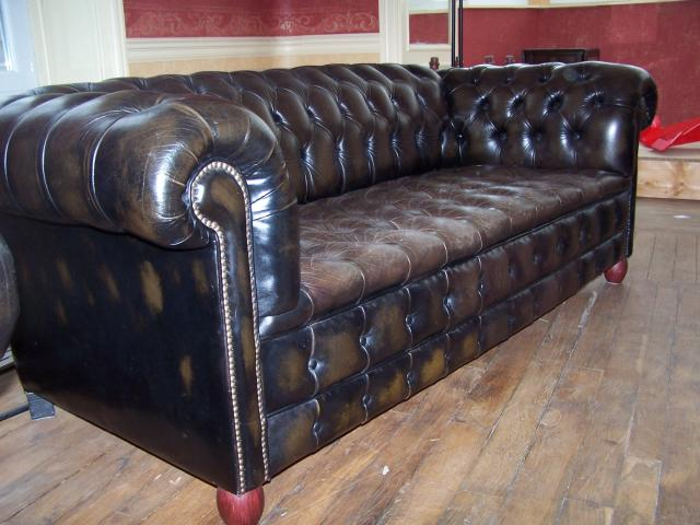 canape chesterfield 2 fauteuils ameublement maison la bourboule 63150 annonce gratuite. Black Bedroom Furniture Sets. Home Design Ideas