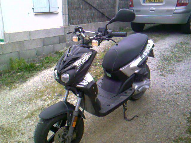 scooter stunt noir et gris motos v hicules mouilleron le captif 85000 annonce gratuite motos. Black Bedroom Furniture Sets. Home Design Ideas