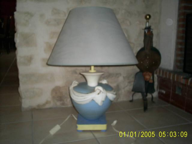 tr s belle lampe de salon bleu et blanche d coration maison champniers 16430 annonce. Black Bedroom Furniture Sets. Home Design Ideas