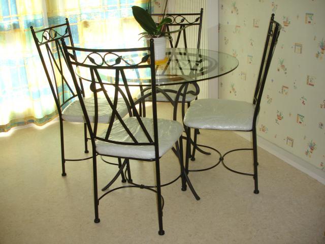 Table ronde plateau verre et chaises ameublement maison jou l s tours 37300 annonce - Console fer forge conforama ...