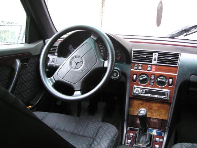 vend mercedes c220d voitures v hicules charleville m zi res 08000 annonce gratuite voitures. Black Bedroom Furniture Sets. Home Design Ideas
