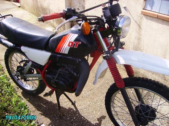yamaha dt 50 motos v hicules six fours les plages 83140 annonce gratuite motos. Black Bedroom Furniture Sets. Home Design Ideas