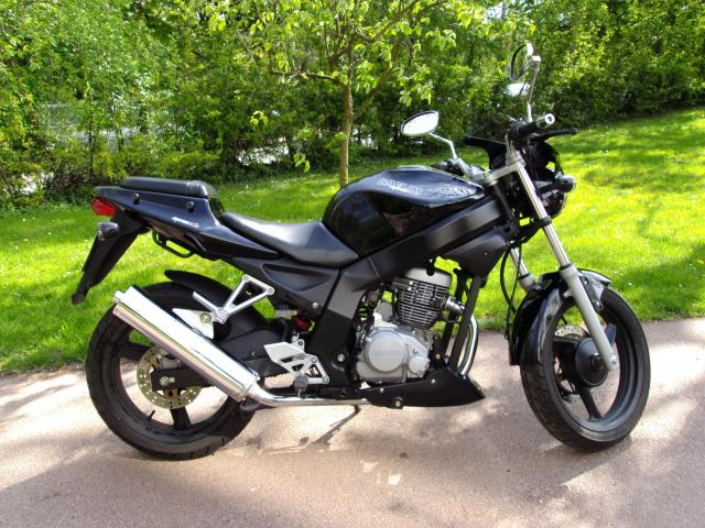 vends moto daelim roadwin 125 cm3 motos v hicules marly le roi 78160 annonce gratuite motos. Black Bedroom Furniture Sets. Home Design Ideas