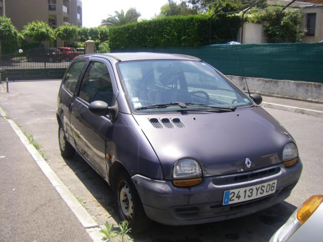 vends twingo 1994 voitures v hicules antibes 06600 annonce gratuite voitures. Black Bedroom Furniture Sets. Home Design Ideas