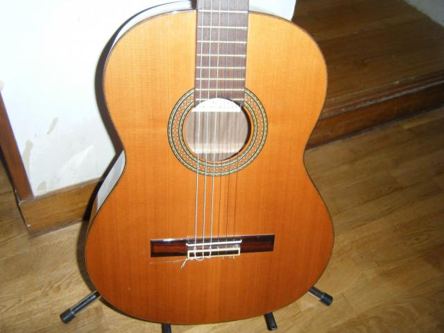 guitare s che alhambra 4c avec tui pied accordeur et. Black Bedroom Furniture Sets. Home Design Ideas