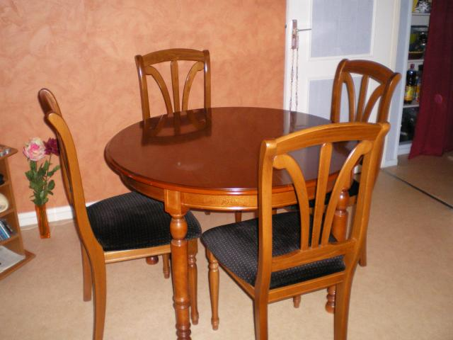 Urgent table ronde 4 chaises bois merisier ameublement for Table ronde 4 chaises