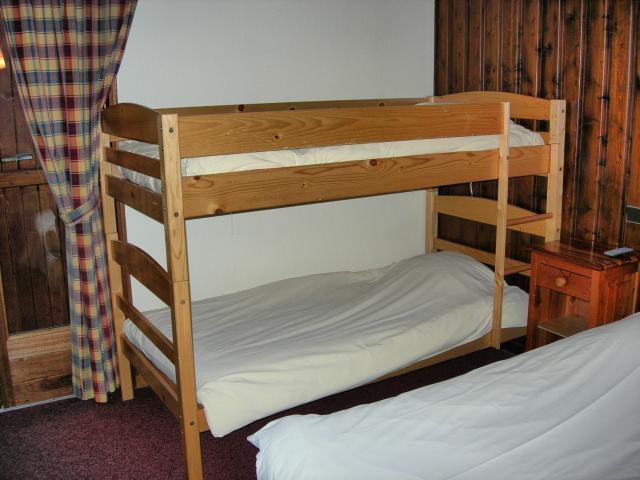 lits superpos s matelas sommiers ameublement maison. Black Bedroom Furniture Sets. Home Design Ideas