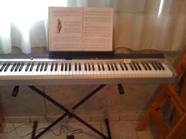 clavier touch piano casio privia px 200 avec pied et p dale instruments de musique loisirs. Black Bedroom Furniture Sets. Home Design Ideas