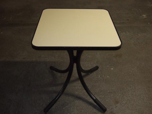 Lot tables chaises restaurant 800 euros mat riel for Table restaurant professionnel