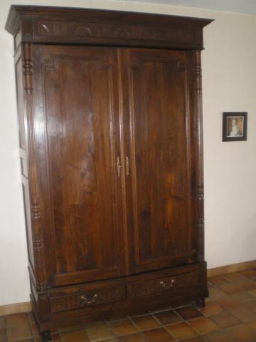 armoire henri ii ameublement maison cambrai 59400. Black Bedroom Furniture Sets. Home Design Ideas