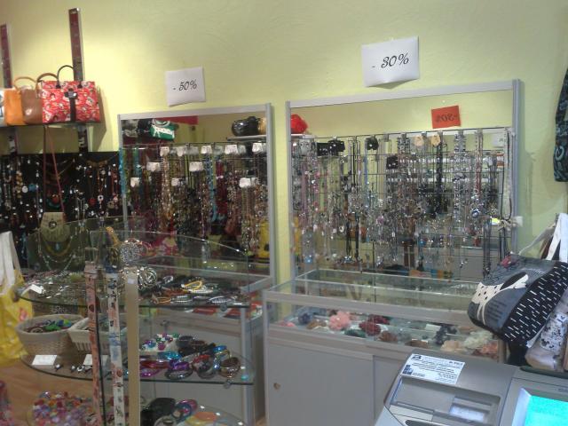 vend magasin de bijoux fantaisie bureaux commerces immobilier aubenas 07200 annonce. Black Bedroom Furniture Sets. Home Design Ideas