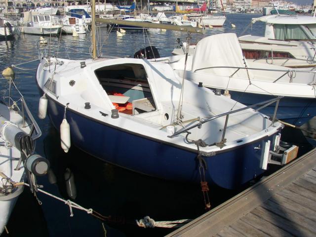 Un petit voilier avec cabine pour le prix d 39 une barque de - Photo de voilier gratuite ...