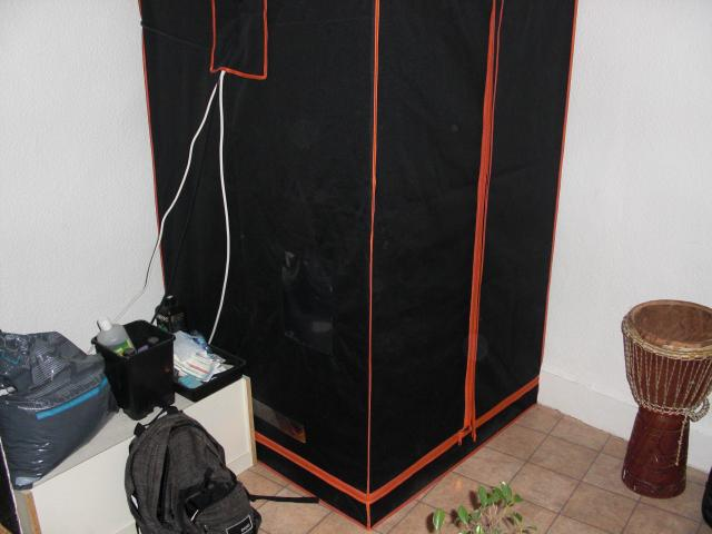 vends chambre de culture tr s bonne tat avec lampe exctarcteur etc bricolage jardinage. Black Bedroom Furniture Sets. Home Design Ideas