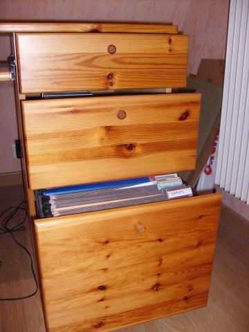 bureau ikea en pin massif couleur miel ameublement maison chaumontel 95270 annonce. Black Bedroom Furniture Sets. Home Design Ideas