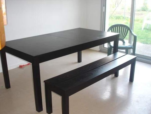 table avec rallonges bjursta ikea et ses deux bancs. Black Bedroom Furniture Sets. Home Design Ideas