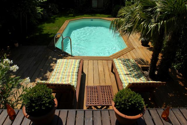 Piscine bois octogonale allong e en kit bricolage for Piscine bois 5m