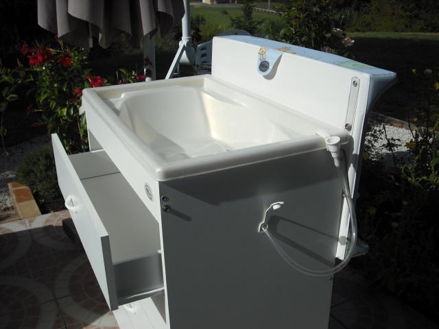 Commode langer baignoire equipement b b maison for Equipement baignoire