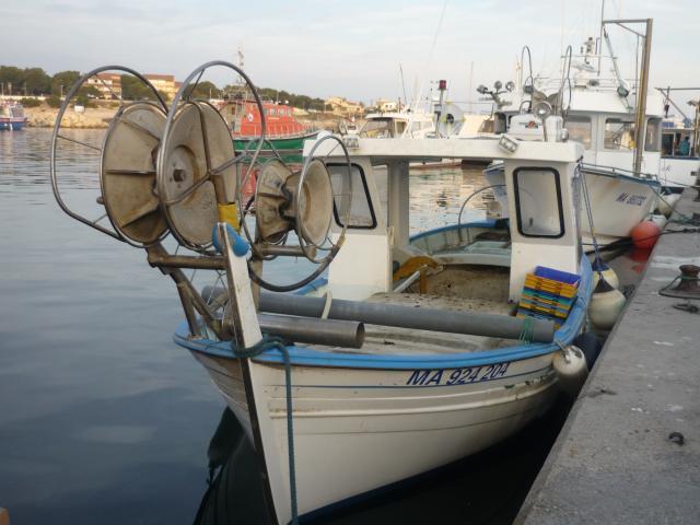bateau de p u00eache avec pme  nautisme  v u00e9hicules  martigues